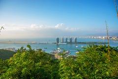 Панорама города Sanya, взгляд города в высшей точке, острове Феникса Стоковое Фото