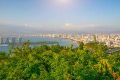 Панорама города Sanya, взгляд города в высшей точке, острове Феникса Стоковое Изображение