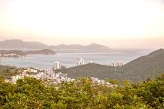 Панорама города Sanya, взгляд города в высшей точке, острове Феникса Стоковые Фото