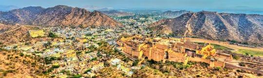 Панорама городка Amer с фортом Главная туристическая достопримечательность в Джайпуре - Раджастхане, Индии Стоковая Фотография RF