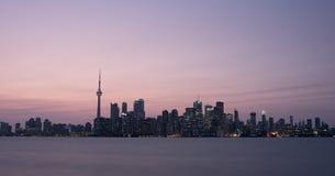 Панорама городского пейзажа захода солнца Торонто Канады стоковая фотография