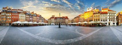 Панорама городской площади odl Варшавы на заходе солнца стоковые фотографии rf