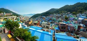 Панорама города красочной и художнической деревни культуры Gamcheon в Пусане, Южной Корее Стоковое Фото