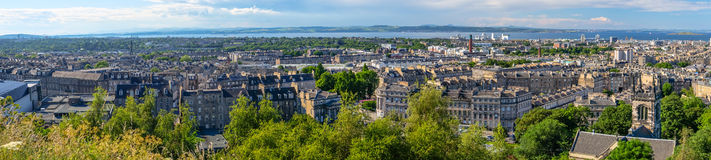 Панорама города Эдинбурга на холме Calton, Шотландии Стоковое Изображение