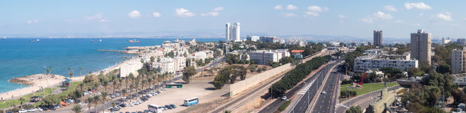 Панорама городских Хайфы и гавани и залива Хайфы Стоковое Изображение