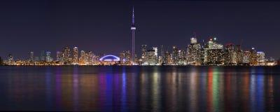 Панорама городского пейзажа ночи Торонто красивейшая Стоковое Изображение