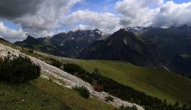 Панорама горы в Альпах стоковое фото rf