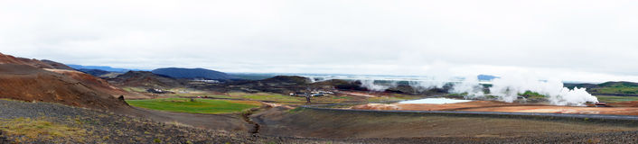 Панорама горячей воды геотермической весны и озера Myvatn стоковое фото rf