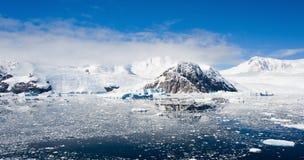 Панорама гор в Антарктике Стоковая Фотография RF