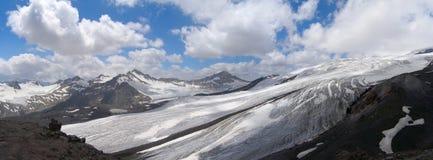 Панорама гор Кавказа в лете, республике Kabardino-Balkar, России Стоковые Изображения