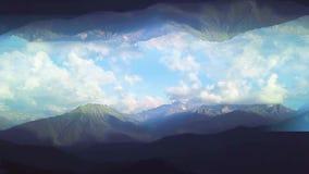 Панорама гор с влиянием зеркального отображения r Красивый взгляд сверху зеленых долин гор на предпосылке сток-видео