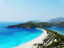 Панорама голубого индюка oludeniz лагуны и пляжа Стоковая Фотография RF
