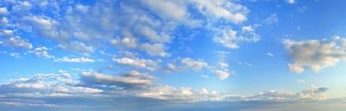 Панорама голубого неба утра стоковое изображение