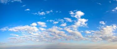 Панорама голубого неба утра стоковые изображения rf