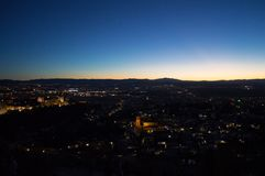Панорама Гранады, Альгамбра и сьерра-невады с послесвечением s стоковая фотография rf