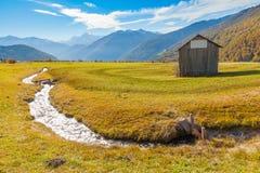 Панорама долины Venosta с итальянкой Альпами реки Стоковая Фотография RF