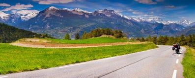 Панорама деревни Guillestre Col de Vars пропуска стоковая фотография rf