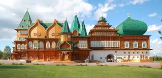 Панорама деревянного дворца в Kolomenskoye, Москве Стоковые Изображения