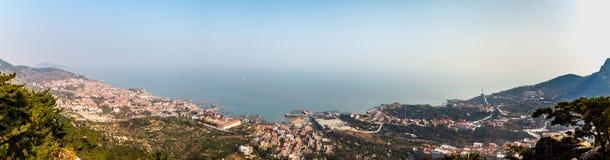 Панорама Желтого моря от следа Na Luo Yan Ku в Laoshan, Qingdao стоковая фотография rf