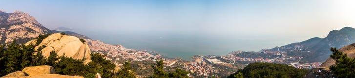 Панорама Желтого моря от следа Na Luo Yan Ku в Laoshan, Qingdao стоковая фотография