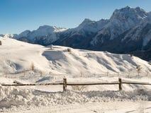 Панорама загородки и горы стоковые фото