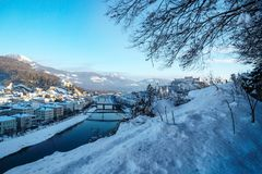 Панорама Зальцбург с взглядом на крепости и Salzach в зиме, Австрии Стоковые Изображения RF