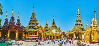 Панорама западных святынь пагоды Shwedagon, Янгона, Мьянмы стоковые фото