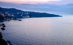 Панорама захода солнца Сорренто, Средиземное море Италия стоковое фото