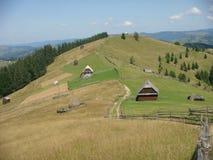 Панорама зеленых гор Bucovine в Румынии Стоковые Изображения RF