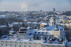Панорама зимы Вильнюса от башни замка Gediminas Взгляд приятеля Стоковое фото RF