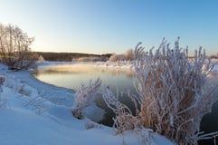 Панорама зимы реки, России, Ural стоковое изображение