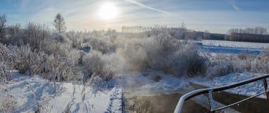 Панорама зимы реки, России, Ural стоковая фотография rf
