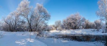 Панорама зимы реки, России, Ural стоковые фото