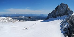 Панорама зоны катания на лыжах на Dachstein Стоковые Изображения