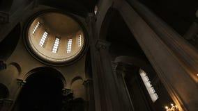 Панорама интерьера купола внутри православной церков церков - движение камеры, замедленное движение акции видеоматериалы