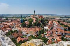 Панорама исторического городка Mikulov - чехии Красивый городок в южной Моравии Стоковое фото RF
