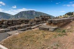 Панорама и руины археологических раскопок древнегреческия Дэлфи, Греции Стоковое Изображение