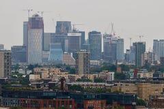 Панорама канереечного причала в Лондоне - небоскребах Стоковая Фотография