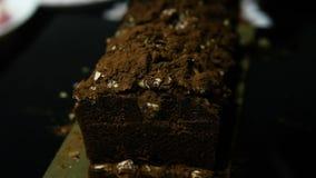 Панорама крупного плана вверх на всем вкусном десерте шоколада акции видеоматериалы