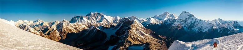 Панорама крыши мира Эвереста и другой самой высокой вершины стоковое изображение rf
