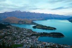 Панорама курортного города Queenstown Новой Зеландии стоковая фотография rf