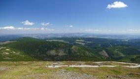 Панорама к горам Karkonosze от пика ka ¼ ÅšnieÅ Польш-чехословакское Republik стоковое фото