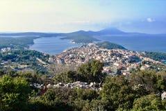 Панорама к городу и гавани inj ¡ Мали LoÅ стоковые изображения