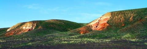 Панорама малых наслоенных гор Стоковые Изображения RF