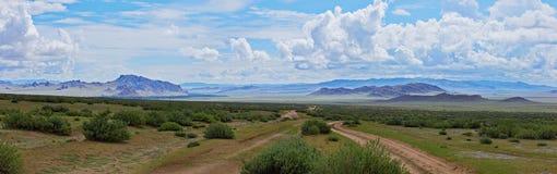 Панорама монгольских дорог стоковые фотографии rf