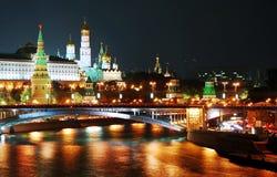 Панорама Москвы Кремля на ноче. стоковое изображение