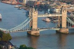 Панорама моста башни в Лондоне - реке Темзе Стоковые Фото