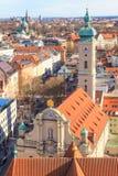 Панорама Мюнхена с старым здание муниципалитетом Стоковое Изображение