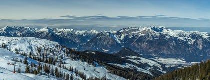 Панорама наклона лыжи Стоковое Изображение