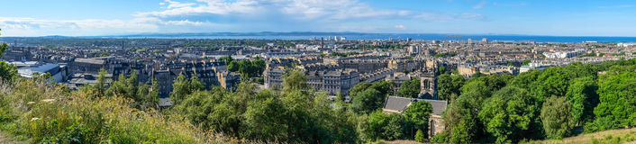 Панорама на пункте горного вида над городом Эдинбурга Стоковая Фотография RF